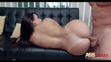 Julianna Vega ma piękną dupcię i lubi seks od boku