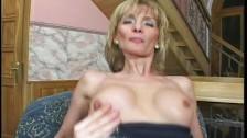 Mama lubi ssać i uwielbia analny seks