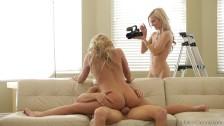 Facet napala się na boskie blondynki