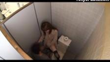Z niezłą Japonką w toalecie