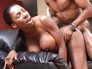 Ebony laska z dużym biustem