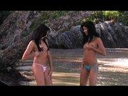 Z dwiema seks laseczkami w dżungli