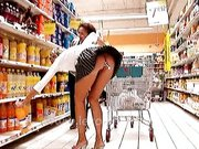 Z wibratorem w sklepie