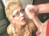 Stara baba obciąga synowi